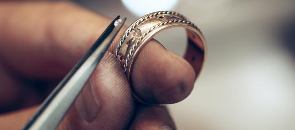 Reparation og påsætning af diamant på smykker